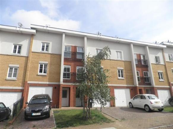 6 bedroom terrace house to rent