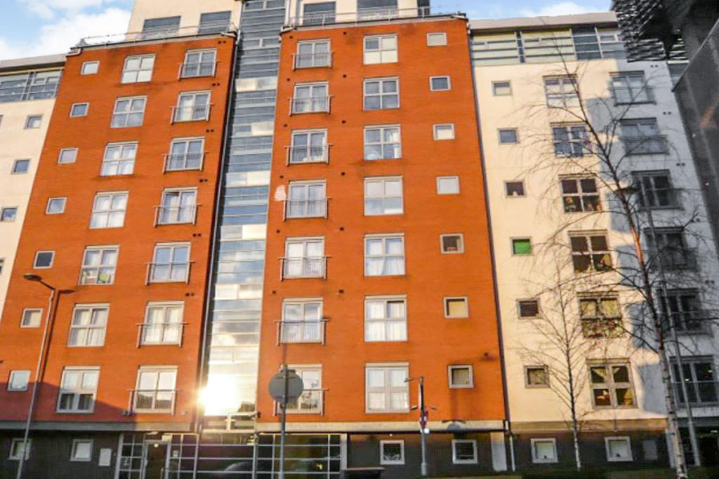 2 bedroom flat for sale in